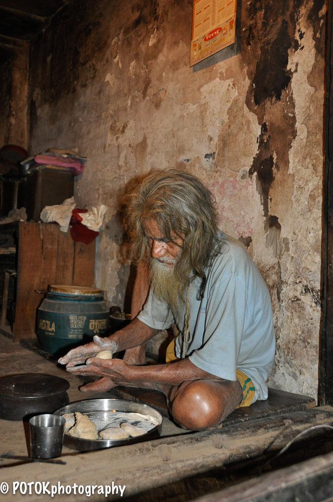 Varanasi-holy-man-0401.JPG